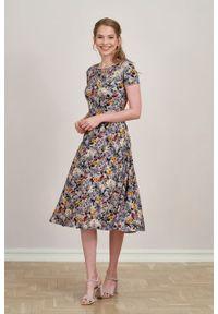 Marie Zélie - Sukienka Emelina Lucida wrzosowa krótki rękaw. Kolor: fioletowy. Materiał: wiskoza, dzianina, materiał, elastan, tkanina, guma. Długość rękawa: krótki rękaw. Styl: klasyczny. Długość: midi