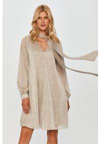 MAX&Co. - Sukienka. Kolor: szary. Materiał: tkanina, materiał. Długość rękawa: długi rękaw. Wzór: gładki. Typ sukienki: rozkloszowane