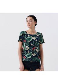 Cropp - Koszulka w kwiaty - Czarny. Kolor: czarny. Wzór: kwiaty