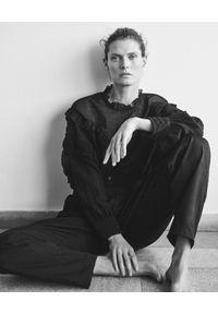 ISABEL MARANT - Czarna bluzka z jedwabiem. Okazja: do pracy, na imprezę, na co dzień. Kolor: czarny. Materiał: jedwab. Długość rękawa: długi rękaw. Długość: długie. Styl: elegancki, casual