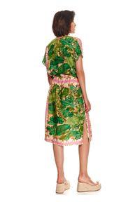 TOP SECRET - Luźna sukienka w egzotyczny nadruk. Kolor: beżowy. Wzór: nadruk. Typ sukienki: koszulowe