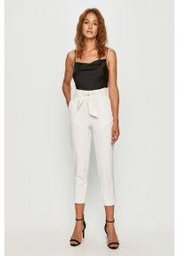 Białe spodnie materiałowe Guess Jeans