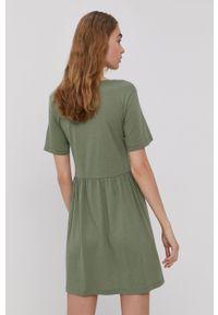 Jacqueline de Yong - Sukienka. Kolor: zielony. Materiał: tkanina. Długość rękawa: krótki rękaw. Wzór: gładki. Typ sukienki: rozkloszowane
