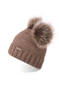 BRODRENE - Czapka damska zimowa z polarem i pomponami Brodrene CZ22 kawowa. Materiał: materiał. Sezon: zima. Styl: elegancki