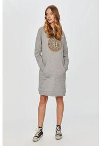 Szara sukienka TOMMY HILFIGER mini, z aplikacjami