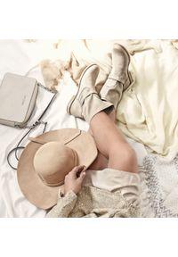 Beżowe botki Zapato wąskie, w kolorowe wzory, bez zapięcia