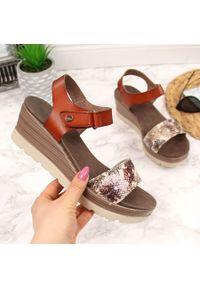 Brązowe sandały S.Barski na rzepy
