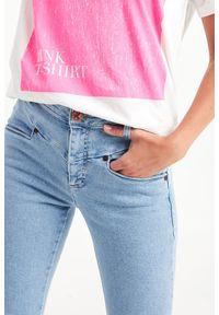 Jeansy z podwyższonym stanem, klasyczne