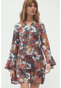 Nife - Mini sukienka babydoll boho z falbaną w kwiaty. Wzór: kwiaty. Styl: boho. Długość: mini