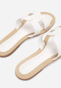 Born2be - Białe Klapki Caphanorus. Nosek buta: okrągły. Kolor: biały. Wzór: aplikacja. Sezon: lato #3