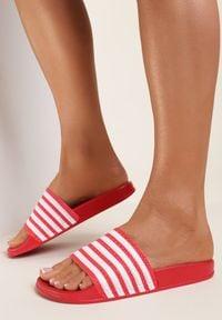 Renee - Czerwone Klapki Peshoche. Okazja: na co dzień, na plażę. Nosek buta: otwarty. Kolor: czerwony. Materiał: guma. Wzór: paski, aplikacja. Styl: sportowy, casual