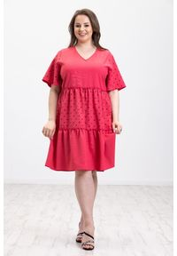Moda Size Plus Iwanek - Lniana różowa sukienka Panama XXL OVERSIZE LATO. Okazja: na co dzień. Typ kołnierza: dekolt w kształcie V. Kolor: różowy. Wzór: kropki, nadruk. Typ sukienki: oversize. Materiał: len. Długość rękawa: krótki rękaw. Sezon: lato. Styl: casual. Długość: midi #1