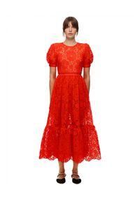 Czerwona sukienka rozkloszowana, w koronkowe wzory, midi