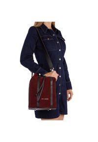 Czerwona torebka worek Eva Minge klasyczna, zamszowa