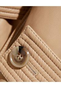 NANUSHKA - Płaszcz ze skóry wegańskiej Amal. Kolor: beżowy. Materiał: skóra. Styl: klasyczny