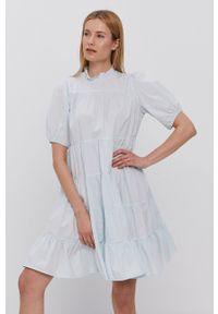 Y.A.S - Sukienka. Typ kołnierza: kołnierzyk stójkowy. Kolor: niebieski. Materiał: bawełna, tkanina. Długość rękawa: krótki rękaw. Wzór: gładki. Typ sukienki: rozkloszowane