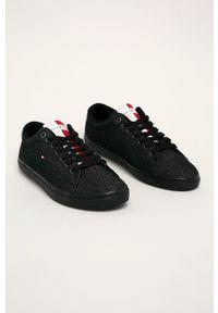 Czarne sneakersy TOMMY HILFIGER z okrągłym noskiem, na sznurówki, z cholewką