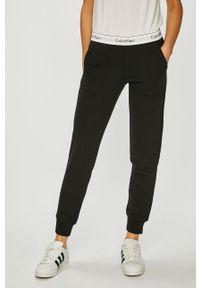Czarne spodnie dresowe Calvin Klein Jeans melanż