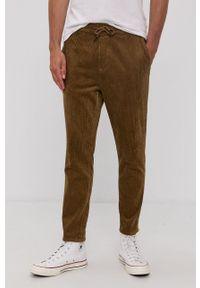 Only & Sons - Spodnie. Okazja: na co dzień. Kolor: brązowy. Materiał: tkanina. Wzór: gładki. Styl: casual