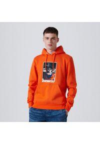 Cropp - Bluza z kapturem Dragon Ball - Pomarańczowy. Typ kołnierza: kaptur. Kolor: pomarańczowy #1