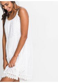 Sukienka z koronką bonprix biały. Kolor: biały. Materiał: koronka. Długość rękawa: na ramiączkach. Wzór: koronka. Sezon: lato. Długość: mini