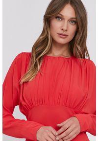 Liviana Conti - Sukienka. Kolor: czerwony. Materiał: tkanina. Długość rękawa: długi rękaw. Wzór: gładki