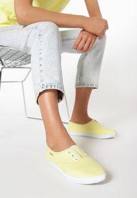 Żółte tenisówki Born2be
