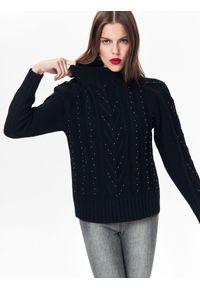 Czarny sweter TOP SECRET w kolorowe wzory, na jesień, elegancki, z golfem