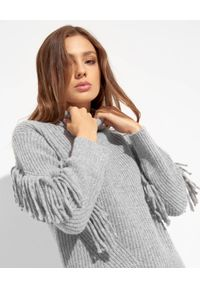 Ermanno Firenze - ERMANNO FIRENZE - Szary sweter z frędzlami. Typ kołnierza: golf. Kolor: szary. Materiał: dzianina, wełna. Wzór: aplikacja