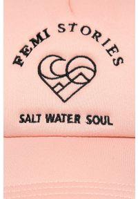 Różowa czapka z daszkiem Femi Stories z aplikacjami