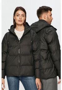 Rains - Kurtka 1506 Puffer Jacket. Okazja: na co dzień. Kolor: czarny. Materiał: włókno, tkanina, materiał. Styl: casual