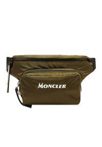 MONCLER - Zielona torba na pas. Kolor: zielony. Materiał: nylon. Wzór: aplikacja