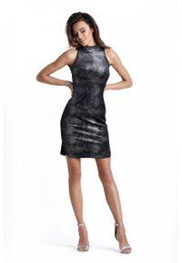 IVON - Seksowna Czarna Krótka Sukienka z Półgolfem. Kolor: czarny. Materiał: elastan, poliester. Długość: mini