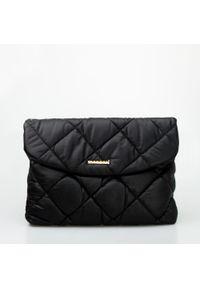 Czarna torebka Monnari pikowana