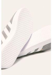 Szare buty sportowe adidas Originals z cholewką, z okrągłym noskiem, na sznurówki