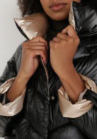 Born2be - Czarna Kurtka Aedathe. Typ kołnierza: bez kaptura. Kolor: czarny. Materiał: tkanina. Długość: długie. Wzór: aplikacja