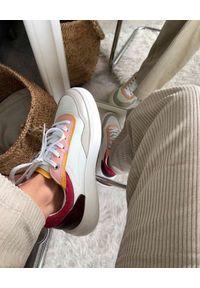 HOFF - Białe skórzane sneakersy Seine. Okazja: na co dzień. Kolor: biały. Materiał: skóra. Wzór: nadruk, aplikacja. Sport: turystyka piesza
