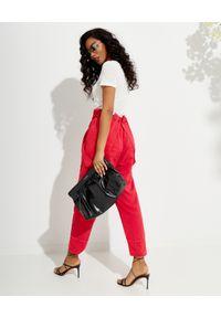 ISABEL MARANT - Czerwone spodnie na szelkach Fineba. Stan: podwyższony. Kolor: czerwony. Materiał: materiał. Wzór: aplikacja