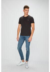 Czarny t-shirt Levi's® w kolorowe wzory, z okrągłym kołnierzem