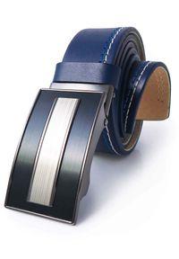 Granatowy męski pasek z niebiesko-białymi przeszyciami - automatyczna klamra KMG45. Kolor: biały, wielokolorowy, niebieski. Materiał: jeans, skóra. Styl: elegancki