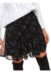 TOP SECRET - Mini spódniczka w kwiaty. Kolor: czarny. Wzór: kwiaty. Sezon: wiosna
