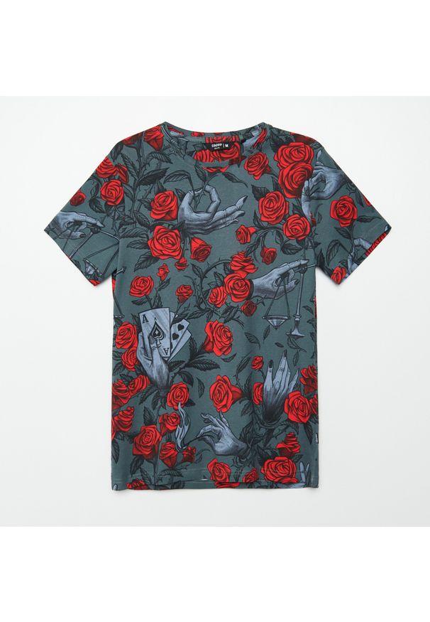 Cropp - Koszulka z nadrukiem all over - Szary. Kolor: szary. Wzór: nadruk