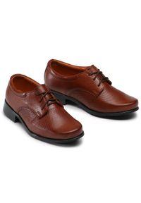 Brązowe buty komunijne Tim z cholewką, wizytowe