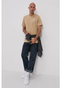adidas Originals - T-shirt. Okazja: na co dzień. Kolor: beżowy. Materiał: bawełna, dzianina. Wzór: gładki, aplikacja. Styl: casual