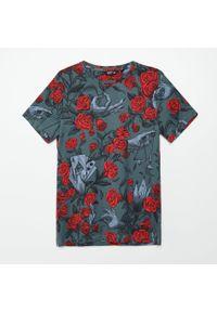 Cropp - Koszulka z nadrukiem all over - Szary. Kolor: szary. Wzór: nadruk #1