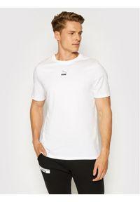 Puma T-Shirt Elevate Tape 531075 Biały Regular Fit. Kolor: biały