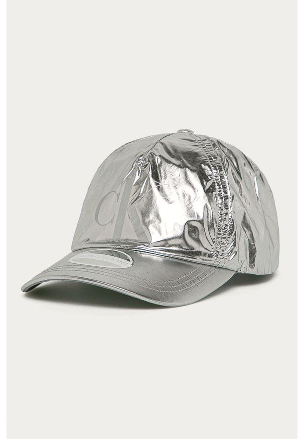 Srebrna czapka z daszkiem Calvin Klein Jeans z nadrukiem