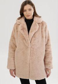 Born2be - Różowa Kurtka Candletree. Kolekcja: plus size. Kolor: różowy. Materiał: futro, poliester