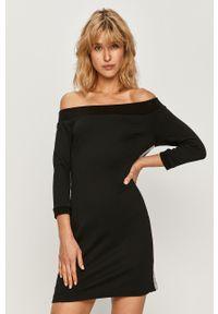 Czarna sukienka Calvin Klein Jeans na co dzień, z dekoltem typu hiszpanka, mini, casualowa