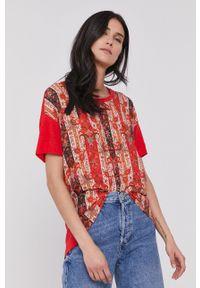 Desigual - T-shirt. Okazja: na co dzień. Kolor: czerwony. Materiał: dzianina. Styl: casual